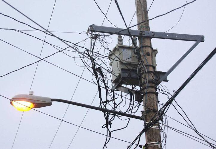 Más de cinco mil familias se quedaron sin energía eléctrica como consecuencia del pago pendiente por más de 16 meses.  (Luis Soto/SIPSE)