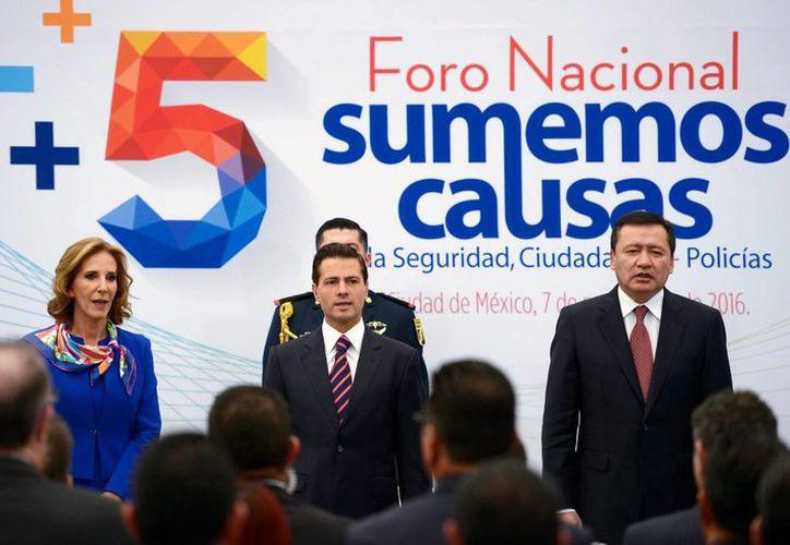 El presidente Enrique Peña Nieto durante la inauguración del Quinto Foro Nacional 'Sumemos causas por la seguridad: ciudadanos + policías'. (Notimex)