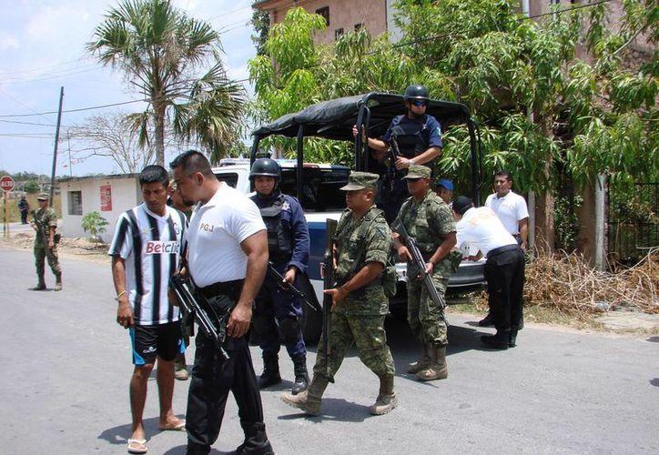 Un total de 182 detenidos en quince días, cinco por narcomenudistas, es parte de los resultados. (Manuel Salazar/SIPSE)