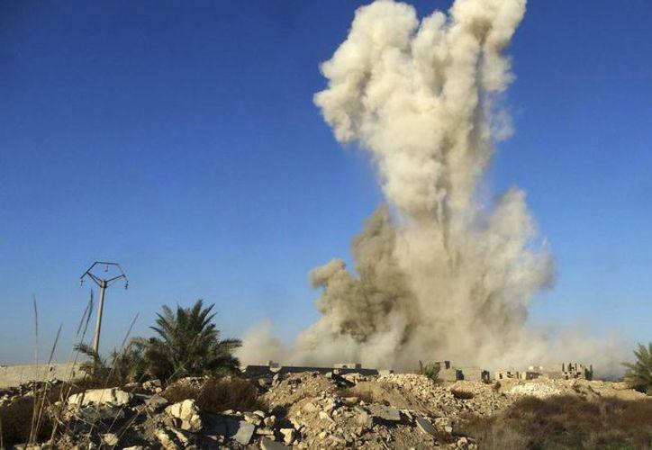La seguridad nacional de Estados Unidos podría estar en riesgo, ante el aumento de acusados por terrorismo en ese país. En la foto, de contexto, fuerzas de seguridad de Irak hacen estallar un coche bomba al oeste de Baghdad. (AP)