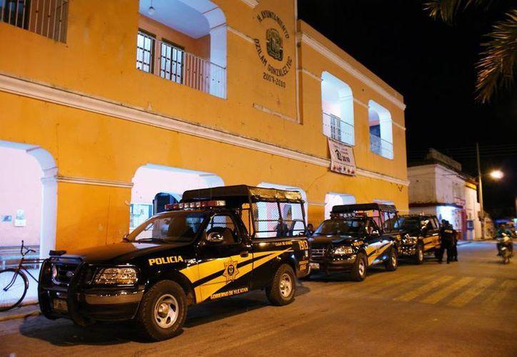 Numerosos elementos de la SSP arribaron a Dzilam González para el traslado del acusado de secuestro a la Secretaría de Seguridad Pública del Estado. (Milenio Novedades)