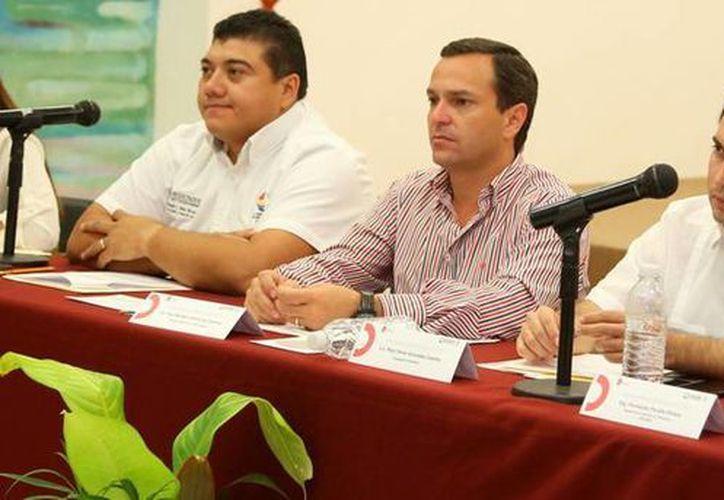 El alcalde encabeza la primera reunión de trabajo para la formulación del PDU. (Redacción/SIPSE)