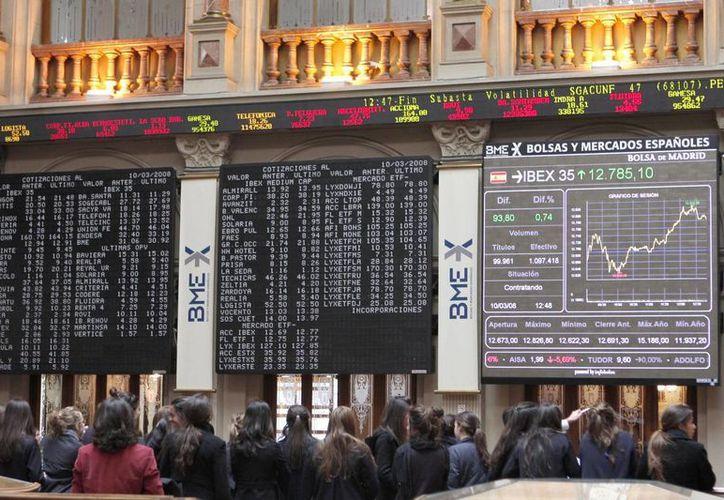 Las Afores mexicanas invierten un mínimo porcentaje de sus recursos en países como España y Holanda. En la imagen, la sede de la Bolsa de Madrid. (megabolsa.com)