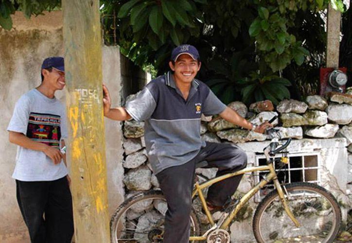 """El encuentro """"U tsikbalili in Kaajal"""" se orienta a promover el interés de los jóvenes de entre 18 a 30 años de edad, por narrar historias en idioma maya. (indemaya.gob.mx)"""