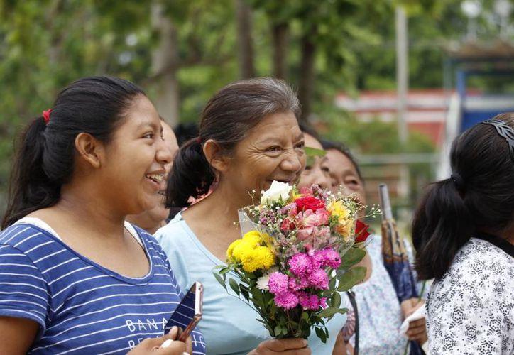 Monseñor indicó que una madre posee sabiduría, sabe opinar, sugerir y se solidariza por los demás. (SIPSE)