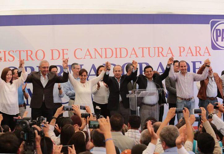 María Luisa Calderón estuvo acompañada por su familia y otros panistas. (Notimex)