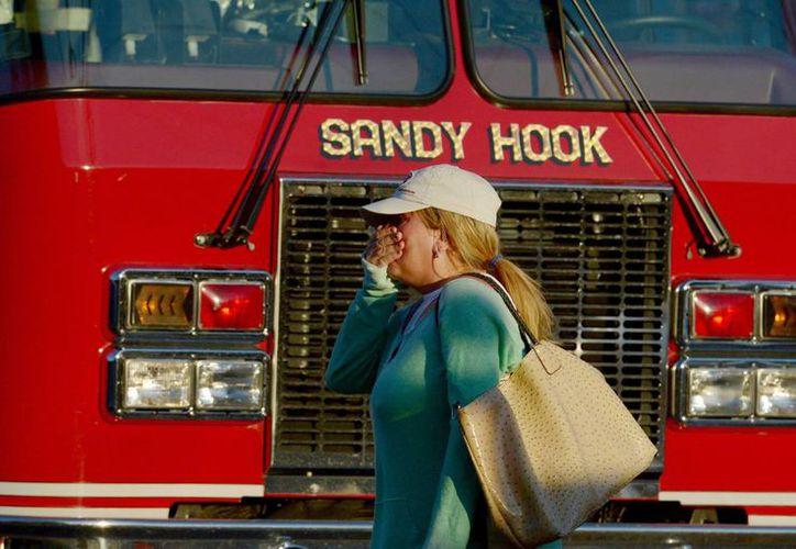 Siete llamadas se hicieron desde dentro de la escuela Sandy Hook la mañana del 14 de diciembre pasado cuando Adam Lanza entró fuertemente armado y comenzó a disparar. (EFE/Archivo)