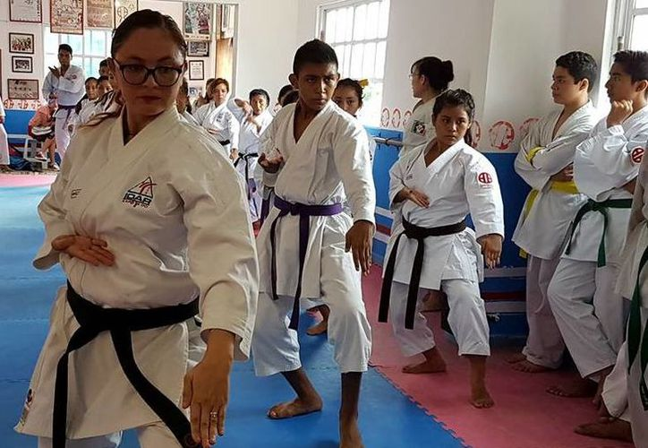 Los talentos quintanarroenses de karate se concentraron en el Centro de Alto Rendimiento de Cancún. (Raúl Caballero/SIPSE)