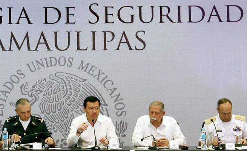 Entre las nuevas acciones para tomar el control de la seguridad en Tamaulipas, el Gobierno federal removerá a todo el personal de la Procuraduría para 'enviarlo a un curso'. La imagen es de la presentación de las nuevas acciones. (NTX)