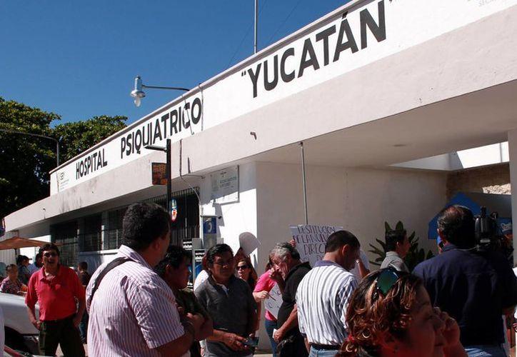 El hospital psiquiátrico Yucatán sigue encerrado por los problemas de escritorio: ahora es la responsable del consejo técnico de  Salud Mental, Virginia González Torres, quien se queja de problemas en administraciones anteriores. (Milenio Novedades)