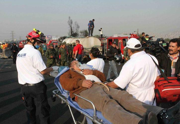 Permanecen hospitalizadas 12 personas, dos se reportan graves y dos son atendidas en un hospital de Estados Unidos. (Notimex)