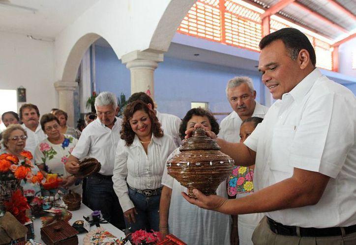 El gobernador Rolando Zapata Bello en la inauguración de un comedor comunitario en Dzemul. (SIPSE)