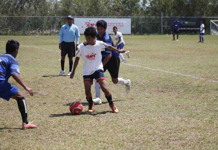 Los equipos se alistan para tomar parte en las semifinales. (Raúl Caballero/SIPSE)