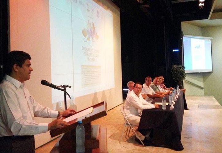 Jorge Victoria, presidente de la Codhey, durante su intervención. (Milenio Novedades)