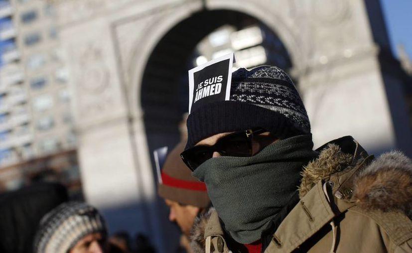 Ante los ataques terroristas que se han registrado en Francia, los ciudadanos realizaron manifestaciones en honor a las personas que perdieron la vida a manos de los extremistas islámicos. (Agencias)