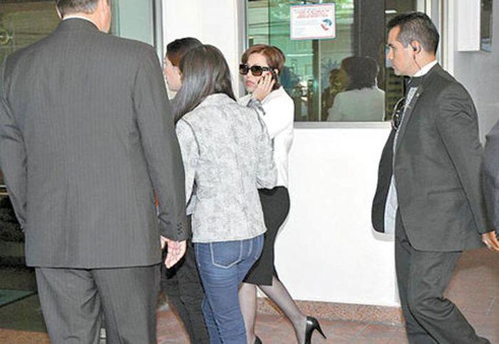 Rosario Robles, titular de Desarrollo Social, al arribar a la agencia funeraria. (René Soto/Milenio)