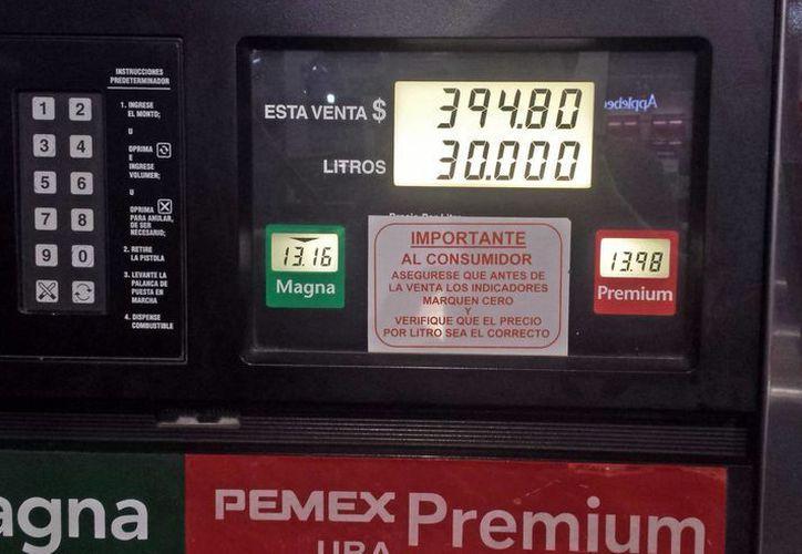 Los precios actuales de la gasolina en los centros de servicio. (Jesús Tijerina/SIPSE)