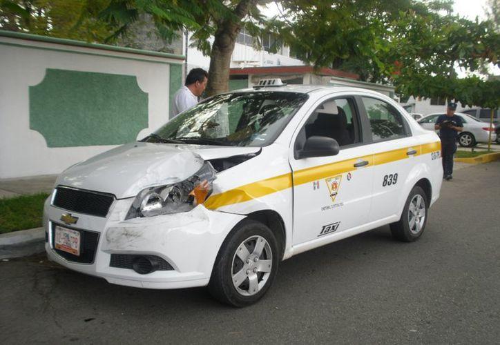 Las unidades involucradas fueron trasladadas al corralón y los conductores a las oficinas de Tránsito para iniciar con el deslinde de responsabilidades. (Redacción/SIPSE)
