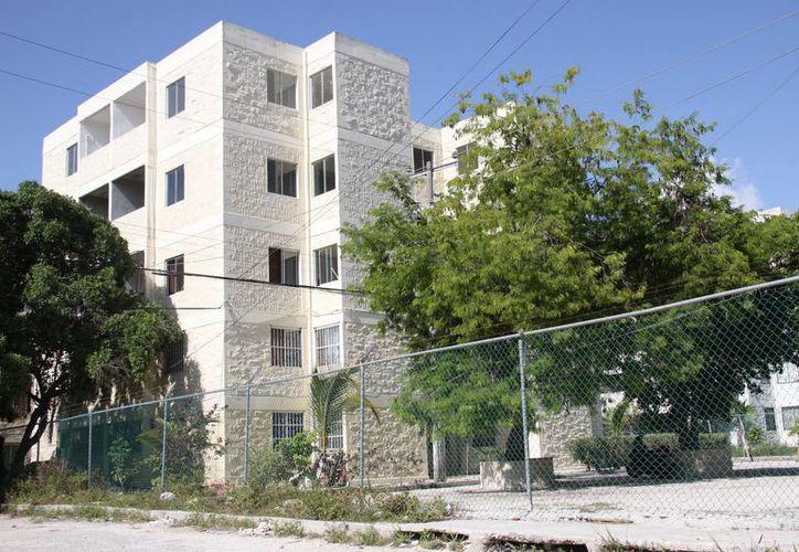 Edificios recién remodelados en Corales. (Consuelo Javier/SIPSE)