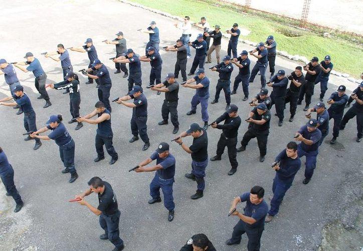 No se escatimarán los esfuerzos en adiestramiento de policías, asegura el General Villa. (Redacción/SIPSE)