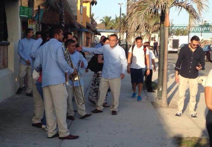 Desde el pasado lunes comenzaron las grabaciones de Los Ángeles Azules por distintas partes de Yucatán como Progreso, el Teatro Peón Contreras, Maní y San Antonio Mulix. (Archivo SIPSE)