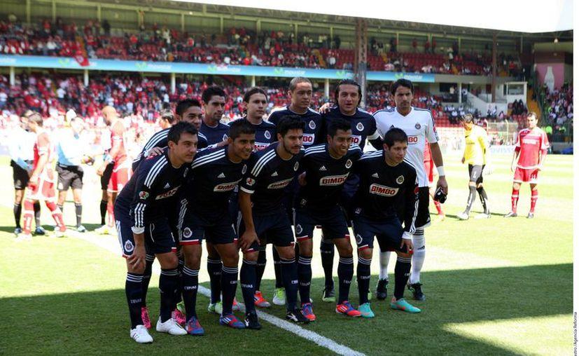 Chivas careció de creatividad para acercarse al gol. (Agencia Reforma)
