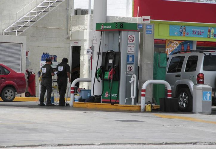 En Quintana Roo tres de cada 10 automovilistas pagan con tarjeta de crédito o debito la gasolina. (Tomás Álvarez/SIPSE)