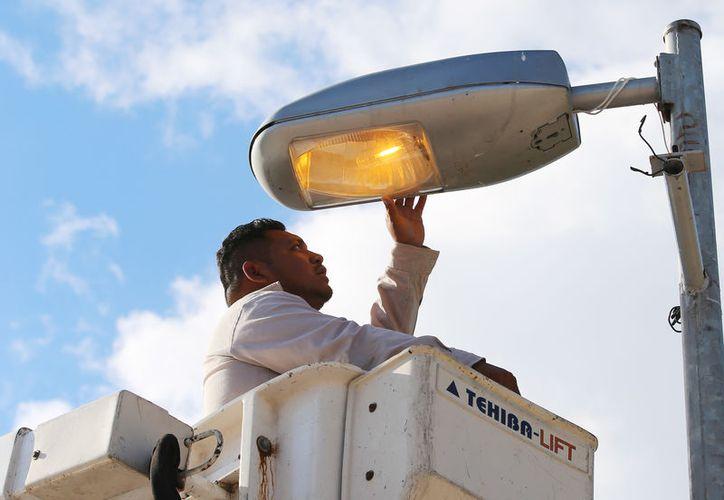 La reparación de las luminarias beneficia de forma directa a los ciudadanos. (Cortesía)