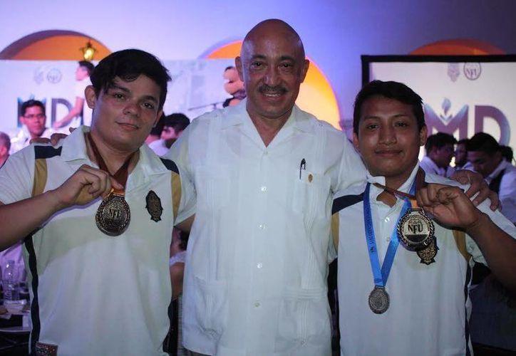 El Rector de la UADY, José de Jesús Williams, estuvo presente en la ceremonia de premiación a los deportistas. (Milenio Novedades)