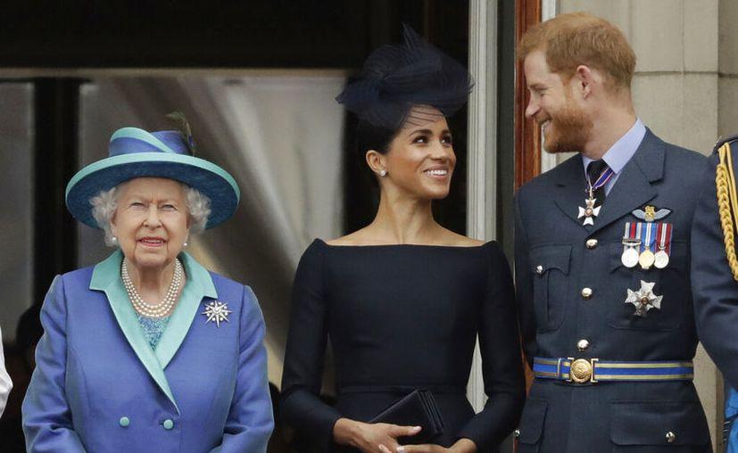 Algo que caló hondo en la Familia Real, es que Harry y Meghan no comentaron su decisión antes de anunciarla a los medios. (AP Photo/Matt Dunham, File)