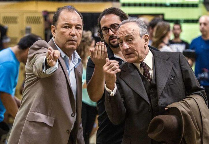En el filme, Rubén Blades (i) es Carlos Eleta, mánager de 'Manos de Piedra' Durán y Robert De Niro (d) interpreta al legendario entrenador del pugilista, Ray Arcel. (AP)