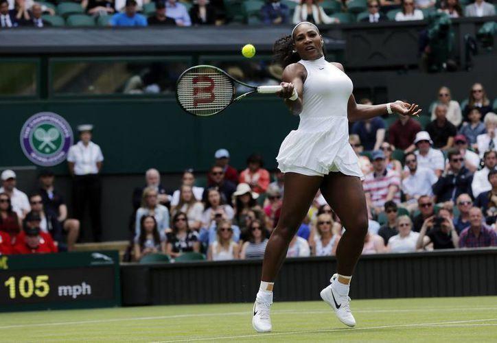 Serena Williams ganó este martes en dos sets a la suiza  Amra Sadikovic en su camino a conseguir su 22do título grande. (AP)