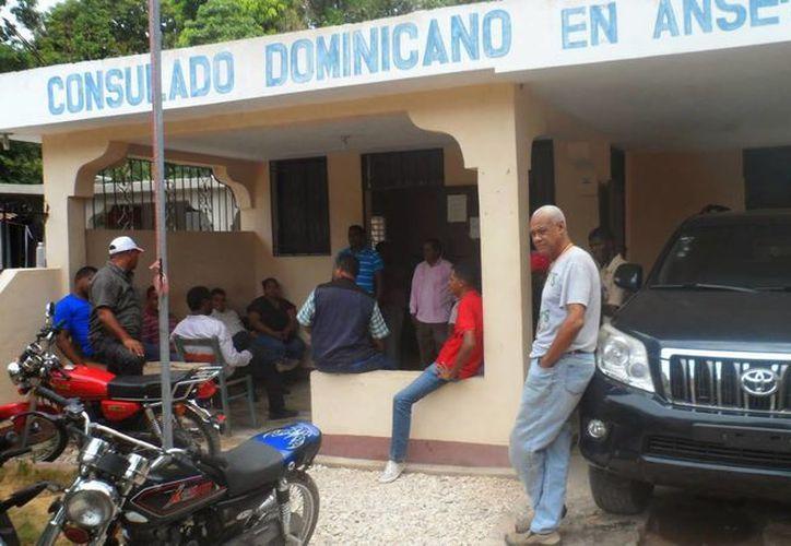 Consulado dominicano en Anse A Pitre, Haití. (almomento.net)