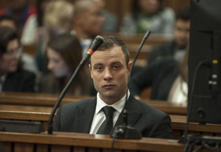Pistorius, sentado en el banquillo de los acusados en la corte de Pretoria, Sudáfrica. Podría purgar cadena perpetua por asesinato. (EFE)