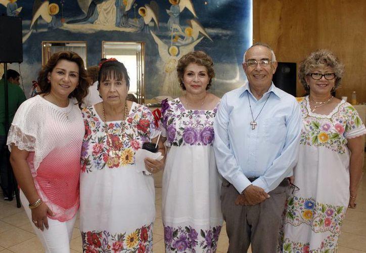 Sara Blancarte y  María Elena Gamboa Patrón, entre otros,  encabezaron el desayuno de primavera a beneficio de Cottolengo. (Milenio Novedades)