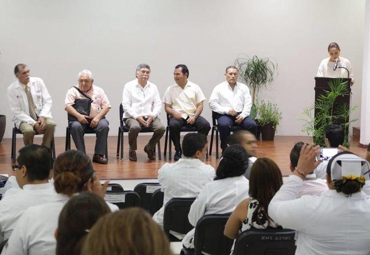 Autoridades sanitarias anunciaron ayer que se invertirán $34 millones en obras para el Hospital General de Playa del Carmen. (Adrián Barreto/SIPSE)