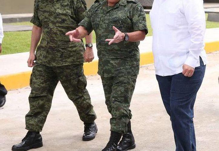 El gobernador estableció estrategias de coordinación en materia de seguridad con los comandantes. (Redacción/SIPSE)