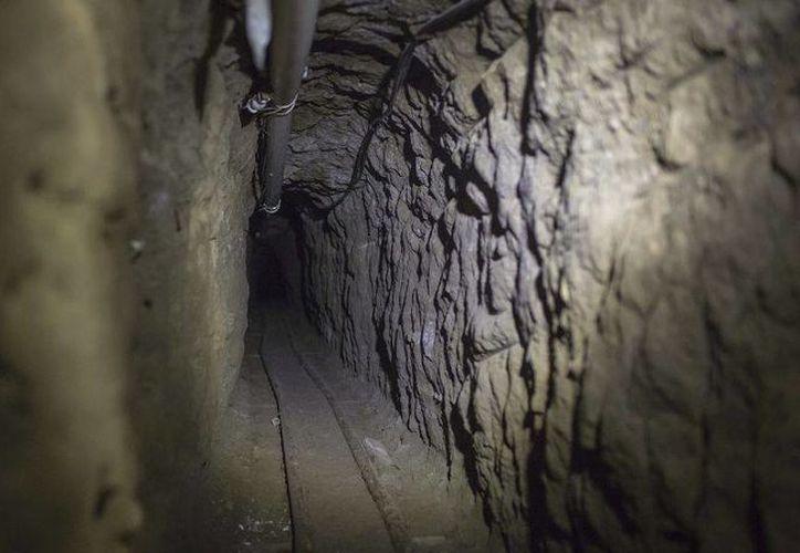 Imagen de archivo del túnel que usó el líder de cartel de Sinaloa para escapar de prisión. (Archivo/Agencias)