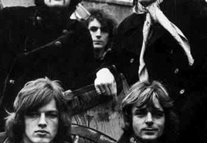 Los integrantes del mítico grupo Pink Floyd Syd Barrett (i abajo), Roger Waters (d abajo), David Gilmour (i), Richard Wright (c), y Nicholas Mason. (EFE/Archivo)