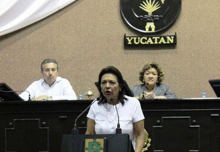 La diputada Sofía Castro Romero denunció en la tribuna legislativa la agresión que sufrió la regidora de Tekantó. (Cortesía)