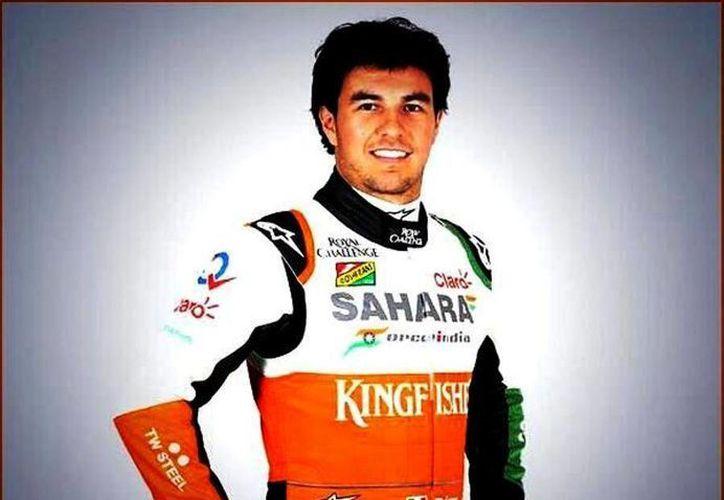 Sergio Pérez inició sus pruebas en Bahréin con Force India, mismas que concluirán este sábado. (@SChecoPerez)