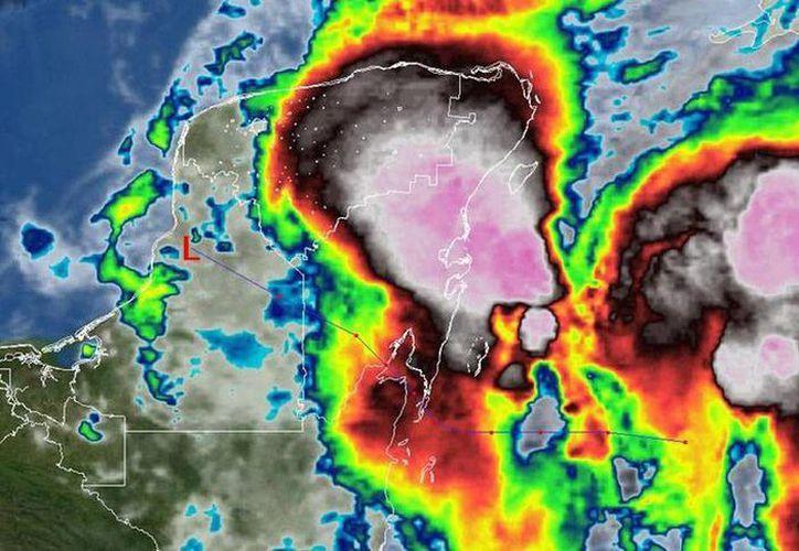 El mal tiempo avanza sobre la Península de Yucatán. (@ClimaYucatan)