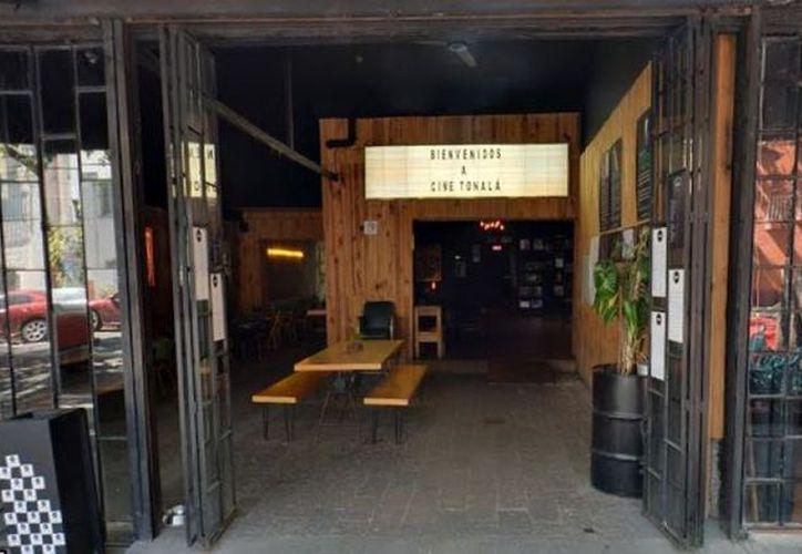 El Cine Tonalá ofrece actividades como teatro, danza, talleres, stand up y presentaciones musicales. El lugar también cuenta con un bar. (Animal Político)