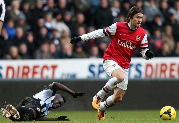Arsenal se colocó en lo más alto de la tabla en la liga Premier al anotar el gol con el que venció 1-0 al Newcastle. (Agencias)