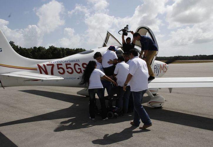 Las personas tuvieron la experiencia de subirse a aviones turbohélice. (Tomás Álvarez/SIPSE)