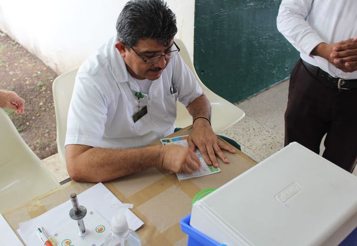 Esta jornada de vacunación antiinfluenza está dirigida a los grupos vulnerables por lo que se invito a los adultos mayores a acudir a su unidad de salud. (Joel Zamora/SIPSE)