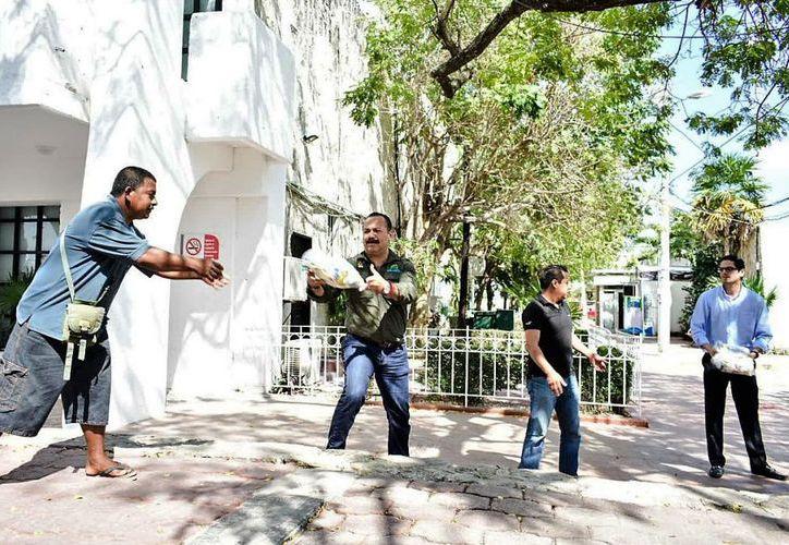 A las personas desalojadas de la Colonia 'El Fortín' se les distribuirán 300 despensas, 400 cobijas. (Redacción/SIPSE).