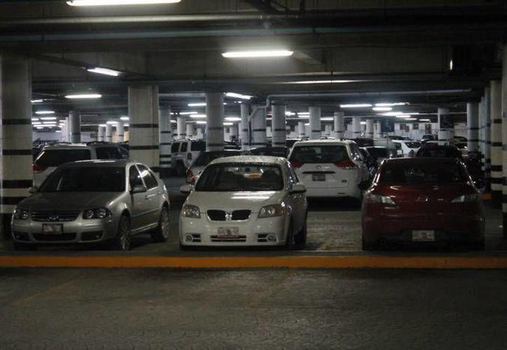 Distribuyen en el centro comercial 84 cámaras de vigilancia. (Redacción/SIPSE)