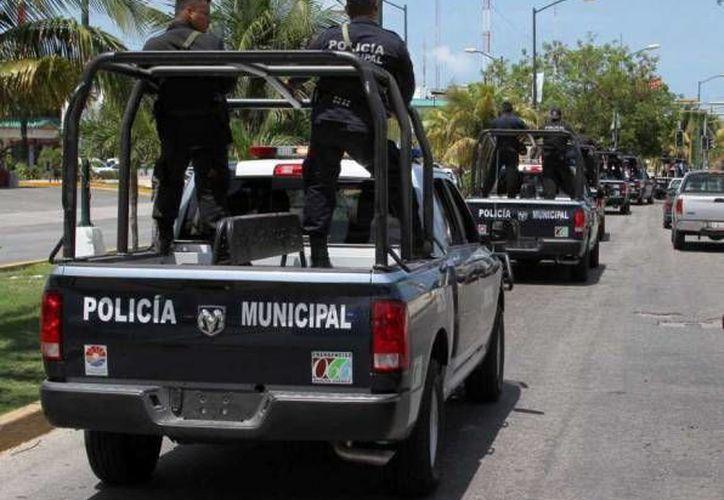 Autoridades policíacas de Cancún acudieron al lugar de los hechos. (Redacción/SIPSE)
