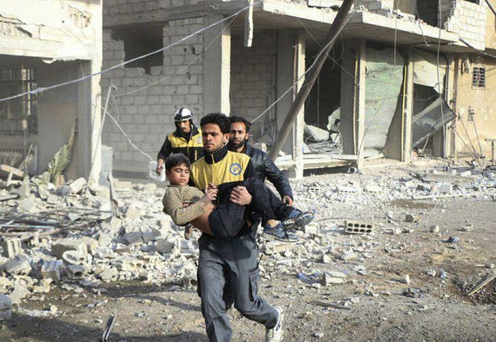 Al menos a 24 civiles murieron el miércoles en nuevos bombardeos. (AP)